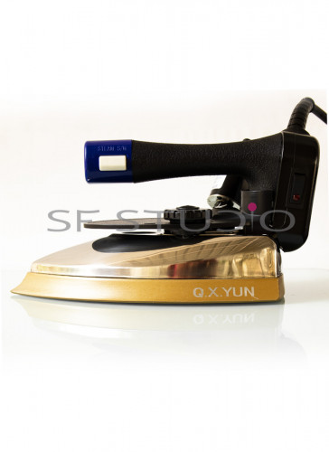 1600W Gravity Feed With 4 Ltr Water Bottle Steam Iron